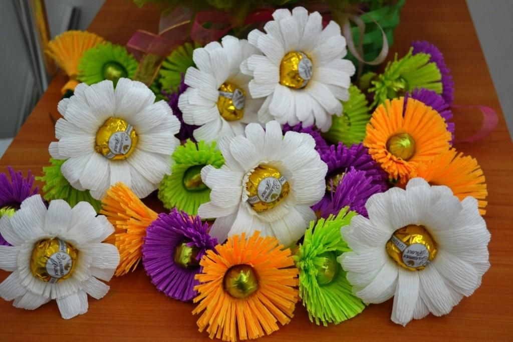 Букет цветов из гофробумаги своими руками 30